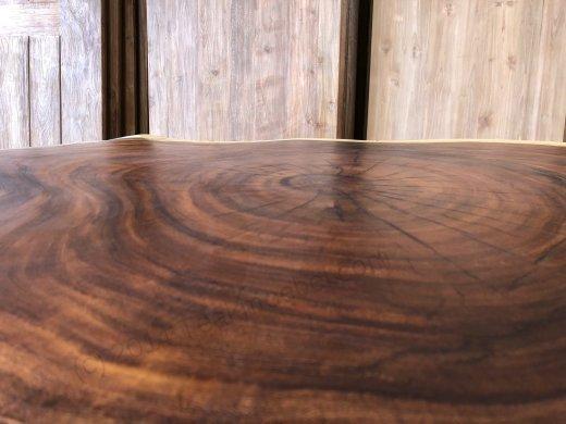 Suar Baumstamm Tisch 120 x 100 Stahlfuss - Bild 4