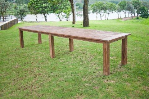 Gartentisch 400cm mit 12 Bahnhof Stühle