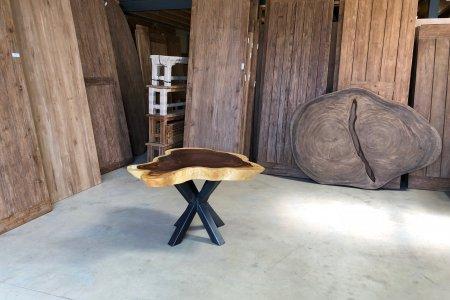 Suar Baumstamm Tisch 120 x 100 Stahlfuss