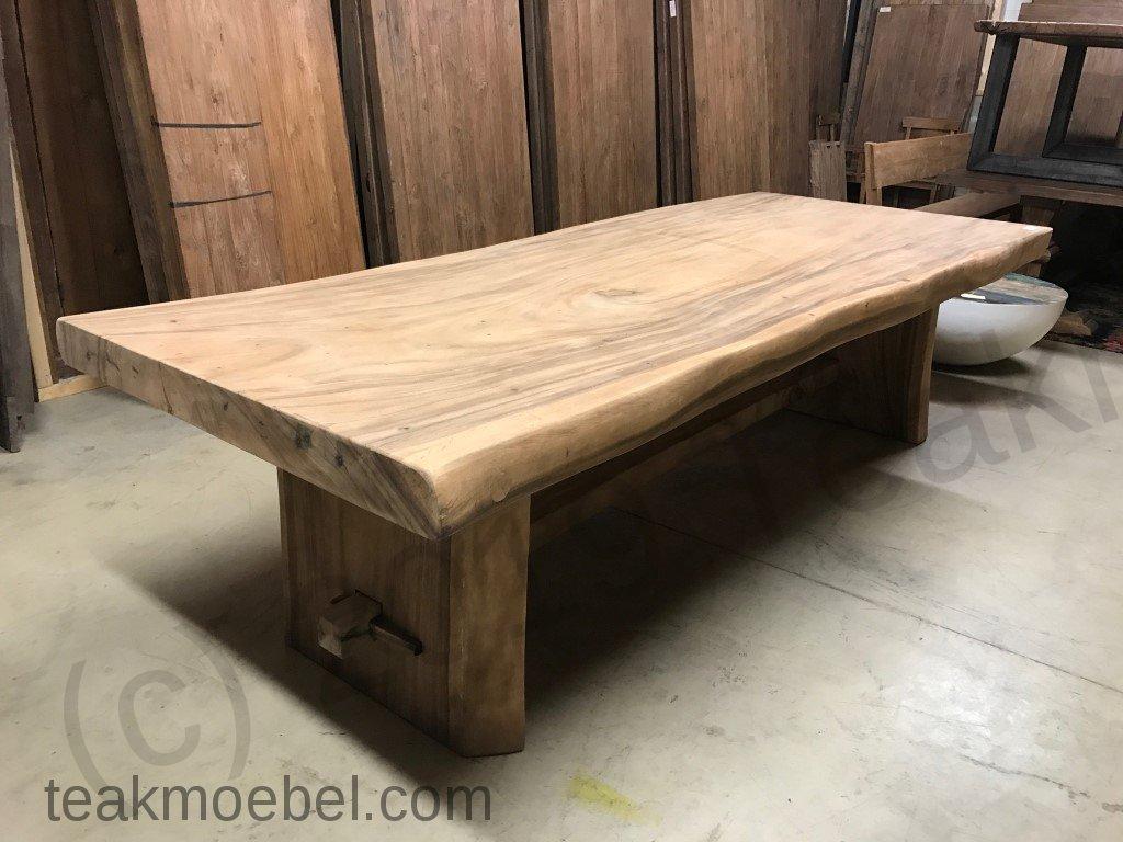 baumstamm tisch rund latest massiver baumstamm tisch genesis cm akazie massivholz baumkante. Black Bedroom Furniture Sets. Home Design Ideas